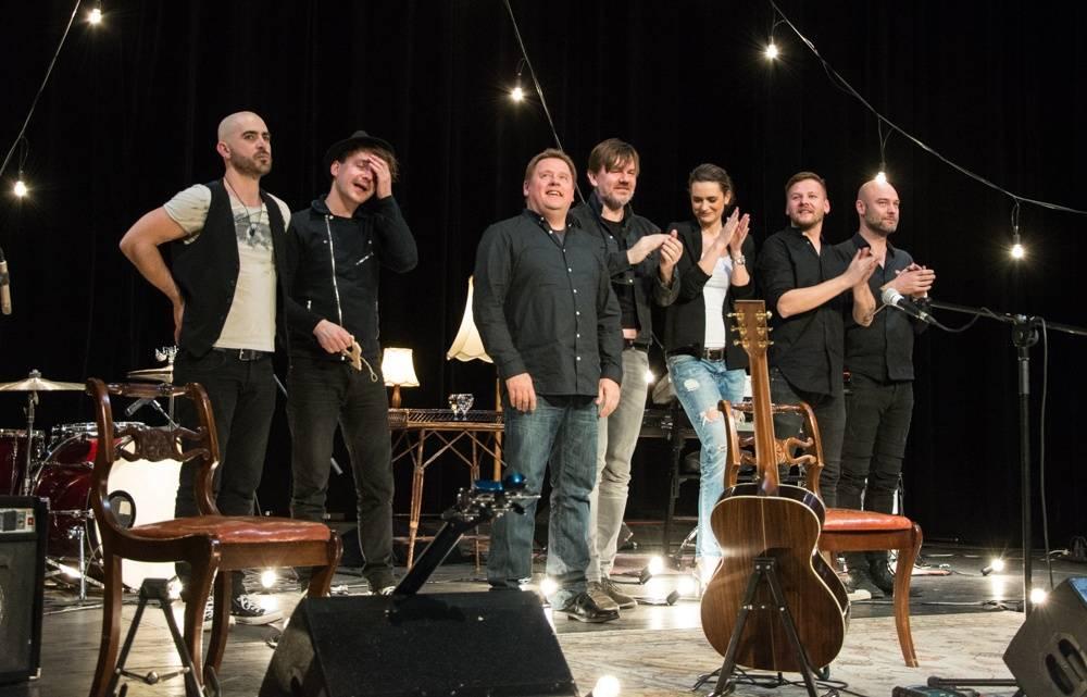 LIVE: Michal Hrůza ve Švandově divadle trpělivě odpovídal na dotazy diváků