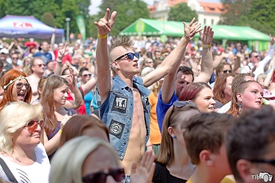 LIVE: Bláznivý víkend v Bohnicích: Mezi ploty vládl Divokej Bill, liják i indisponované Rybičky 48