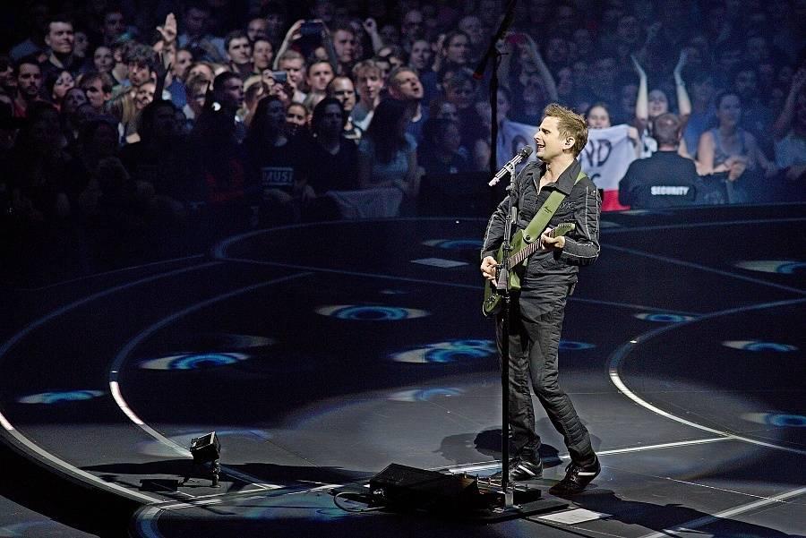 LIVE: Muse si v Praze na otáčivém pódiu opět vybojovali titul: Nejlepší koncertní kapela současnosti
