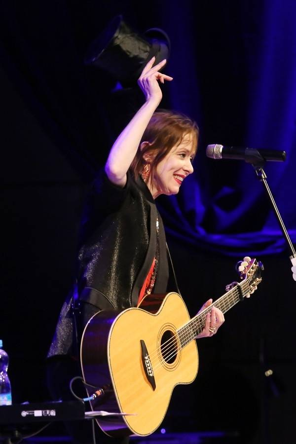 LIVE: Suzanne Vega nezklamala ani ve Zlíně. Zpívala nesmrtelné hity i píseň o Václavu Havlovi