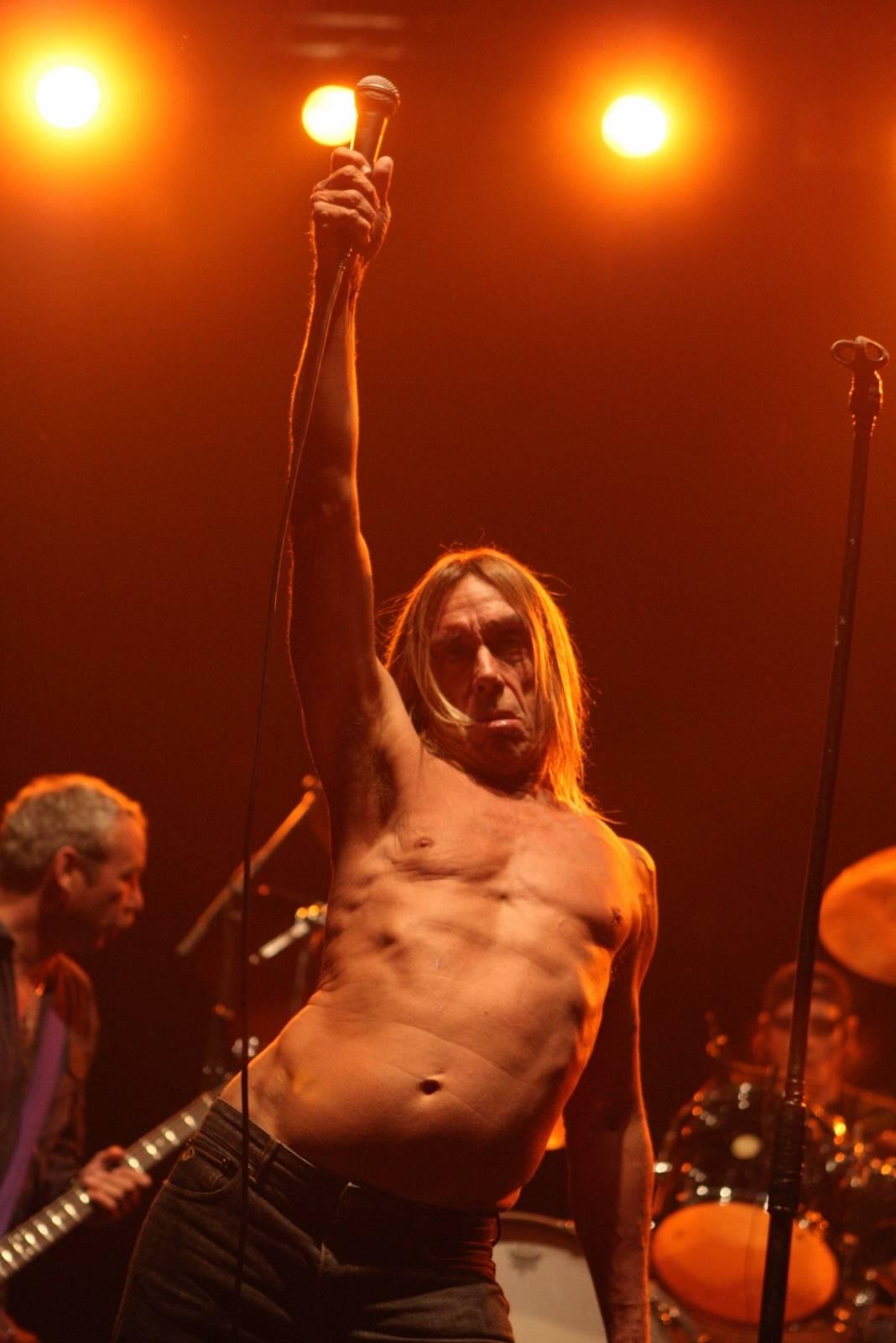 RETRO: Iggy Pop se v Praze v roce 2008 zmítal jako epileptická tanečnice a skákal do lidí