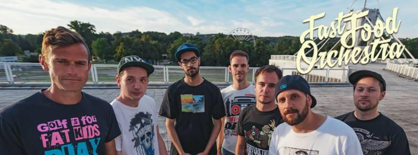 LIVE: Fast Food Orchestra roznášeli v Praze svůj ska Virus