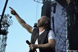LIVE: Třicetiny Lucie v Plzni: Fanoušci při výtečné show jásali tak, že překřičeli i kapelu
