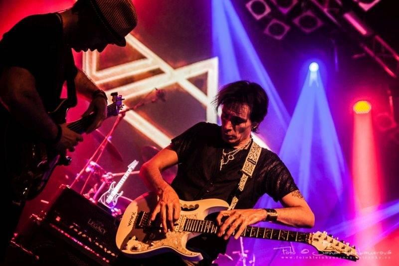 LIVE: Steve Vai v Lucerna Music Baru slavil, virtuálně byli přítomní i Joe Satriani nebo Frank Zappa