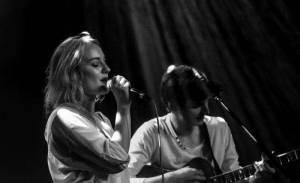 LIVE: Klubová noc v Akropoli ukázala talenty: vystoupili Maella, Emozpěv a VyjakoMy
