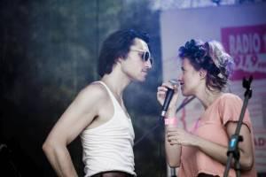 LIVE: Emma Smetana zpívala na United Islands v horku, Thom Artway na Apetit festivalu v dešti