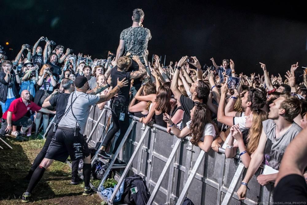 LIVE: Divocí Foals ovládli na Metronome festivalu svoji zvířecí podstatu