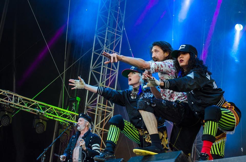 LIVE: První den festivalu Pohoda: bizarní show Gogol Bordello, PJ Harvey uhranula i bez cirkusu