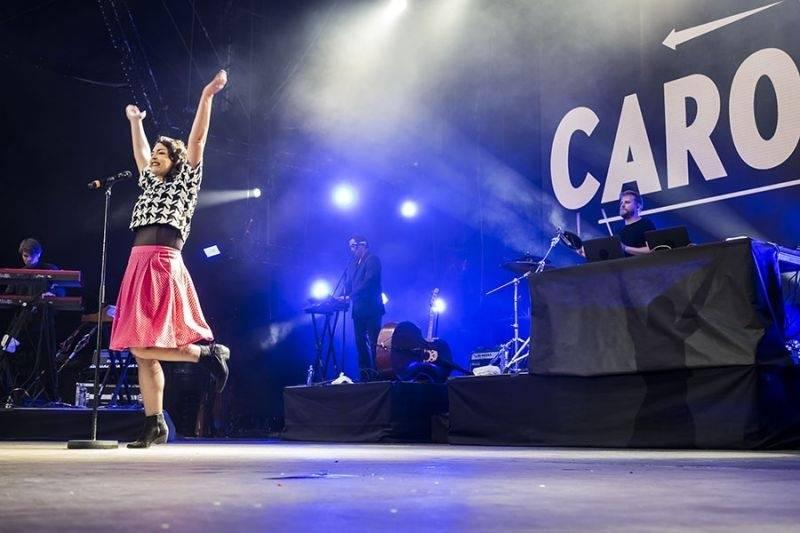 LIVE: Třetí den Colours Of Ostrava: Byla Caro Emerald hvězdou, nebo hrála pro hospodyňky u plotny?