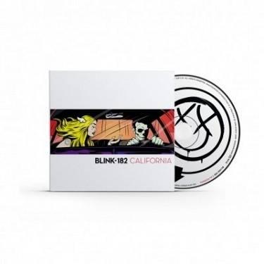 RECENZE: Blink-182 s novým zpěvákem, starým zvukem a plnou nůší nudy