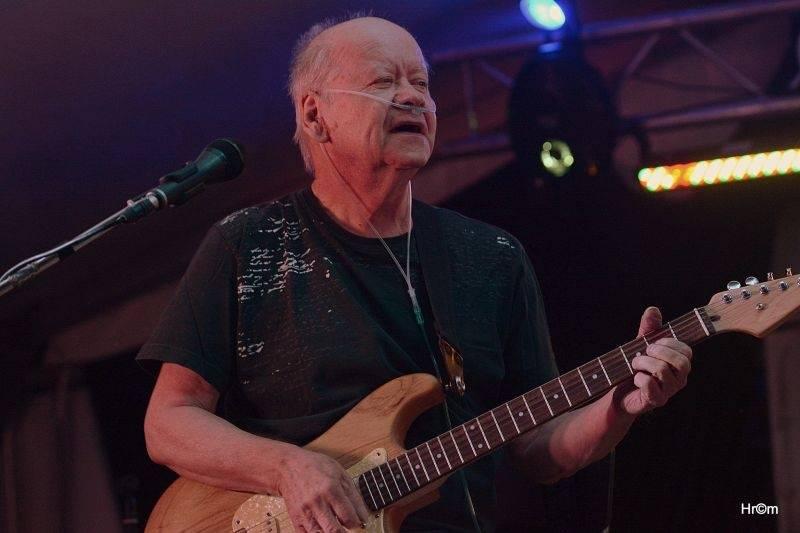 LIVE: Leoš Mareš se na Sázavafestu vrátil k mikrofonu, zazářili Miro Šmajda i Blue Effect