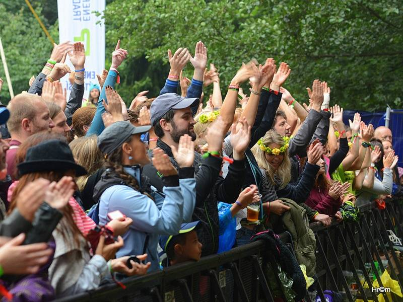 LIVE: Sázavafest přivítal i zahraniční hvězdy, po Mig 21 házely dámy kalhotky
