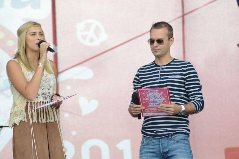 LIVE: Léto lásky pro děti i dospělé. Ewa Farna slavila narozeniny, Slza vyvolala davovou hysterii
