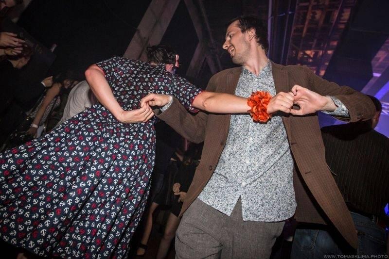 LIVE: Prahu roztančil electroswing, na Swing Me Prague přijeli i francouzští Caravan Palace