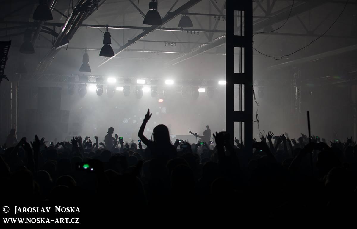 LIVE: Skrillex v Praze - profesionální diskotéková sauna