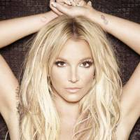 RECENZE: Nadrženou Britney Spears ovlivnilo reggae i kabaret, na Glory přesto tápe