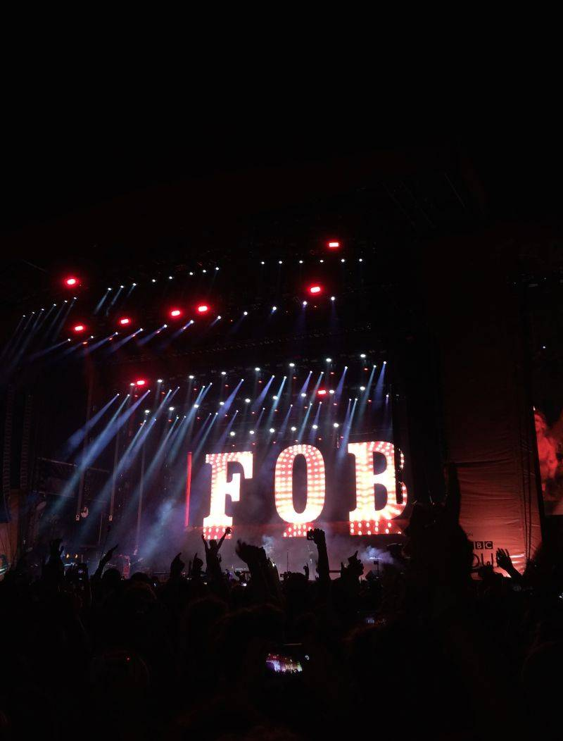 LIVE: Britský Reading festival: Oheň, slunce a pot s Red Hot Chili Peppers nebo Biffy Clyro