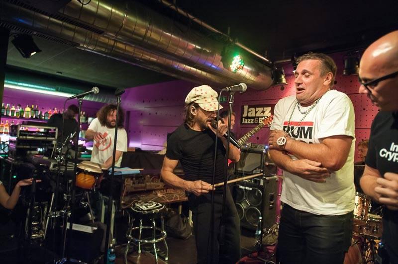 LIVE: Funky uragán J.A.R. kope za mír a je Potomek Prahy!