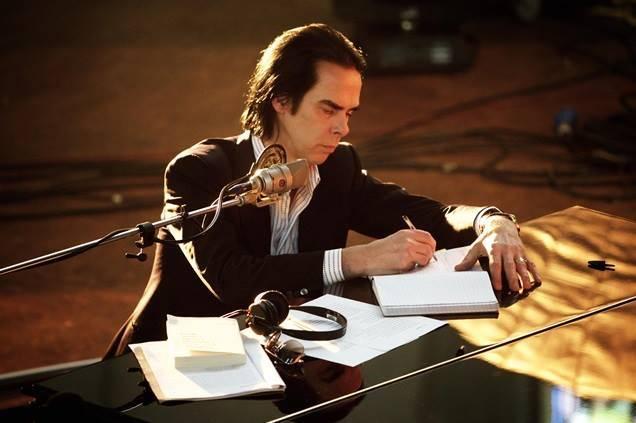 RECENZE: Nick Cave hledá cestu z temnoty. Našel ji v exkluzivním dokumentu?