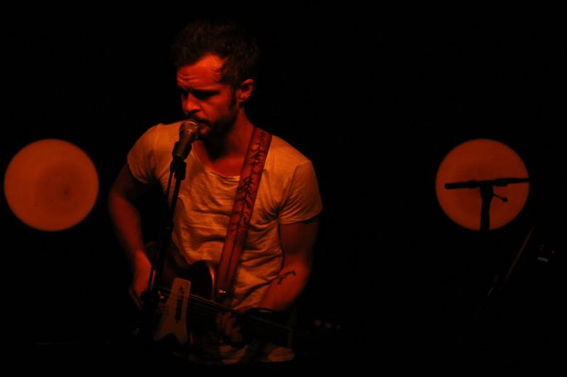 LIVE: The Tallest Man On Earth odehrál v Praze folkovou one man show