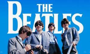 RECENZE: Je zážitek sledovat The Beatles na cestě, kdy jim nezbývalo nic jiného než volat Help!