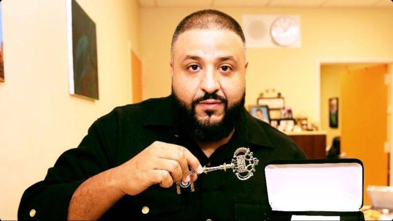 RECENZE: DJ Khaled nabral kvanta hvězdných jmen, na pojítka ale zapomněl