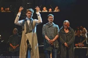 LIVE: Bernstein Mass: Je Dykův vysněný projekt splněným snem i pro samotného diváka?