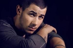 RECENZE: Nick Jonas se na Last Year Was Complicated naváží do bývalky