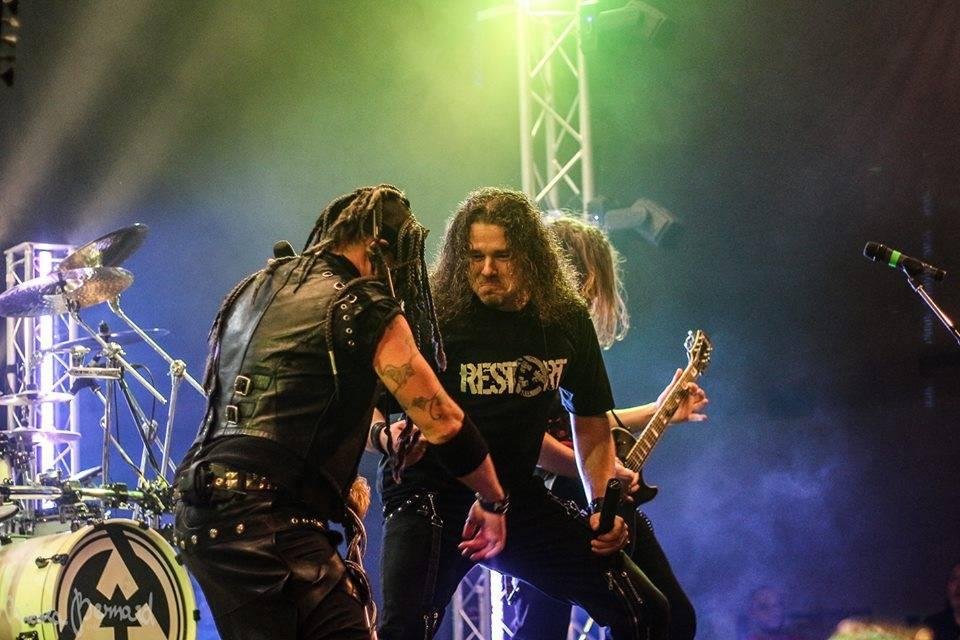 LIVE: Čtyřhodinový mejdan Arakainu a Dymytry odstartoval podzimní turné v Holýšově. Společně vstoupili Do stejný řeky
