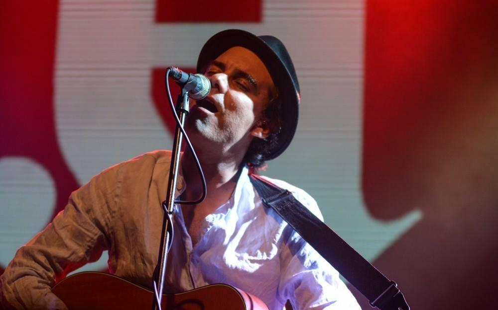LIVE: James Harries a Maella - uhrančivý kytarový pop s mezinárodním přesahem