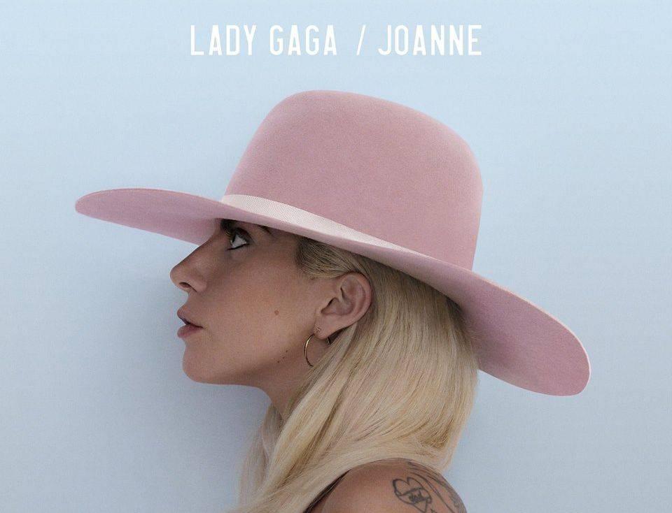 RECENZE: Lady Gaga ze sebe shodila všechny flákoty masa. Teď je z ní Joanne