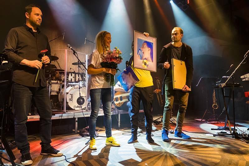 LIVE: Barbora Poláková dostala Platinové album a vinyl k narozeninám od Pavla Lišky, prozradila i své tajemství