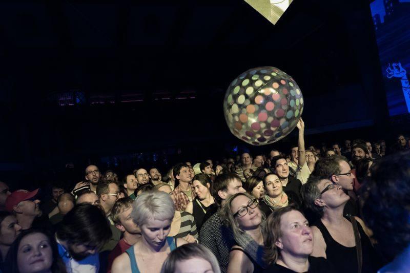 LIVE: Křest Timudej v Roxy ozvláštnili akrobaté Cirk La Putyka
