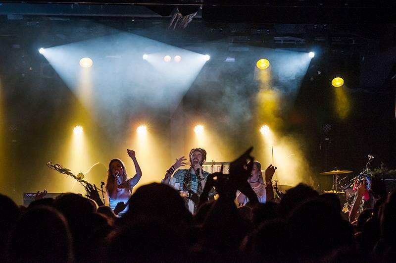 LIVE: Crystal Fighters v plné parádě představili v Meetfactory nové album