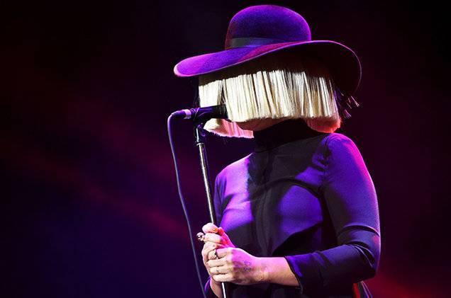 RECENZE: Sia v nové edici desky This Is Acting zvážněla