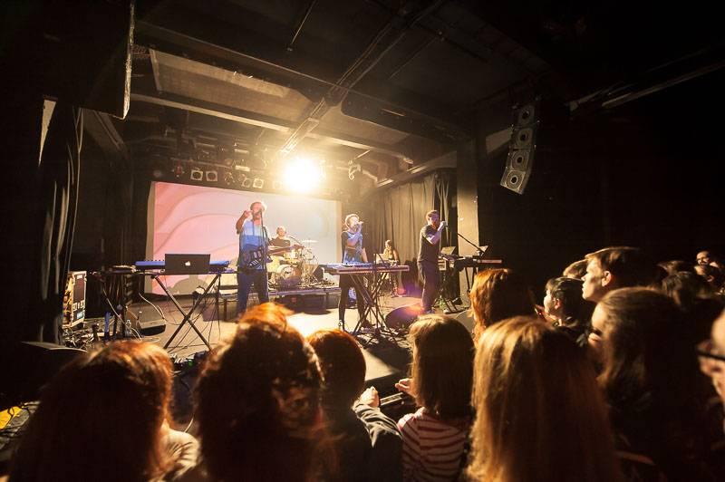 LIVE: Midi Lidi vyprodali MeetFactory, místo desky křtili internetový odkaz