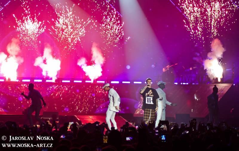 LIVE: Justin Bieber v Praze vsadil všechno na show. Koncert odzpíval na playback