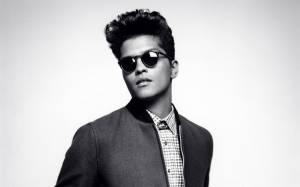 RECENZE: Bruno Mars je potřetí hitový, funky a sexy