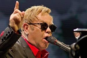LIVE: Sir Elton John se svým profesorsky přesným popem obklopil Prahu
