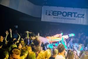 LIVE: Monkey Business vyprodali třikrát po sobě LMB, uctili Radima Hladíka a zpívali s Danem Bártou
