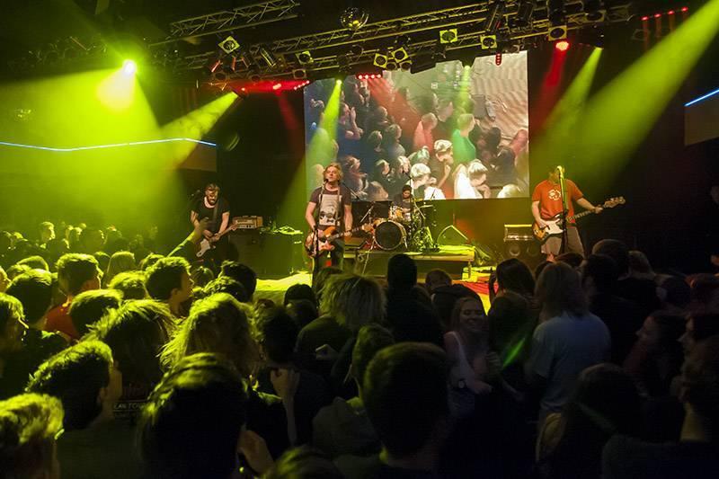LIVE: Rolničky rozdupány aneb Vánoční koncert Vypsané fixy