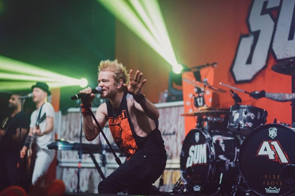 LIVE: Sum 41 v plné síle - v Roxy ukázali, co umí