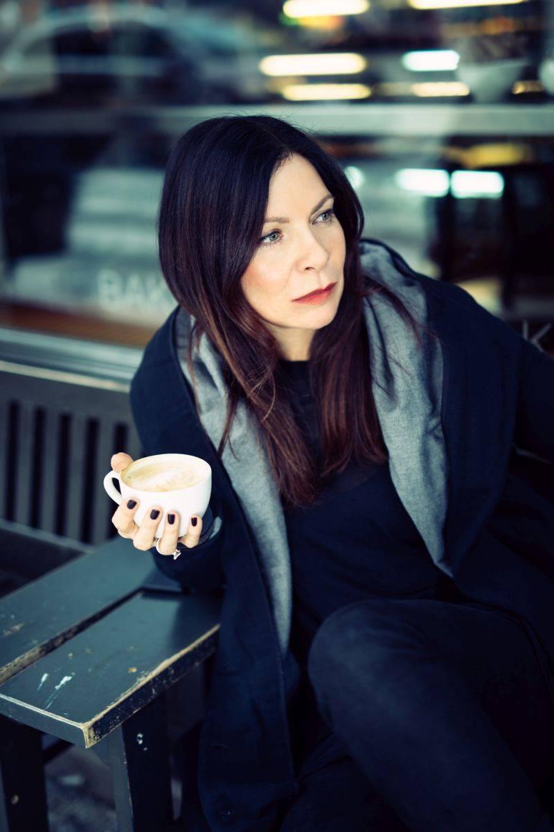 RECENZE: Anna K. vpustila do svých výborných písní Světlo