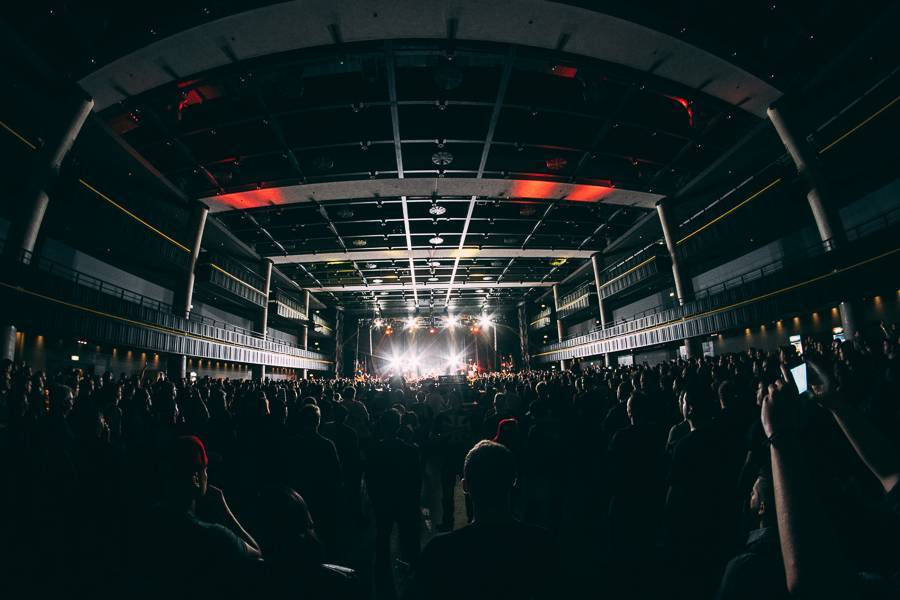 LIVE: Parkway Drive a spol. rozmetali Forum Karlín na padrť. Jejich show byla ohromující