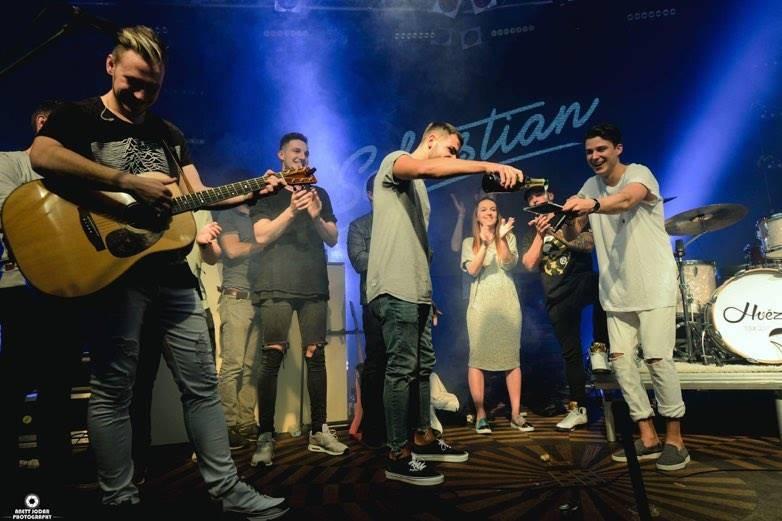 RECENZE: Sebastian se svými Hvězdami české hudební nebe příliš nerozzáří