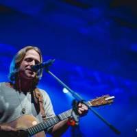 LIVE: Tomáš Klus pokřtil v Hluku své nové live album Živ je