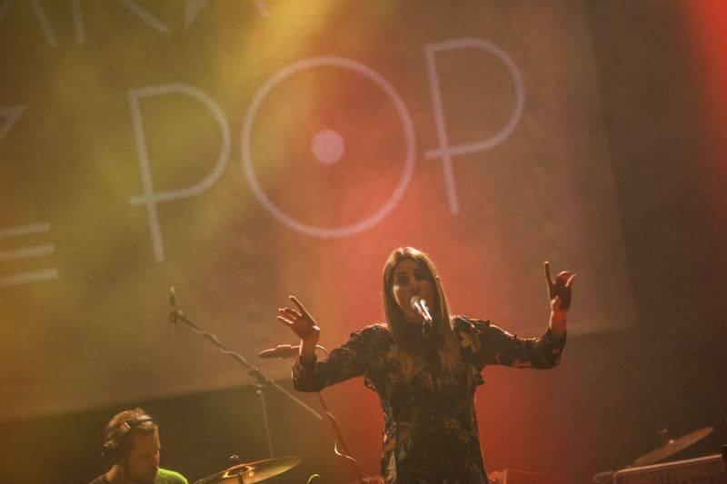 LIVE: Miloopa a Klara And The Pop - Svěží závan elektropopu v pražské Akropoli
