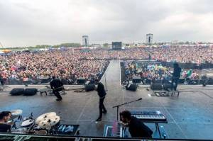 LIVE: TOP 8 koncertů Pražského Majálesu - Tomáš Klus bosý v bahně, ohnivé Rybičky 48 i pompézní Mandrage