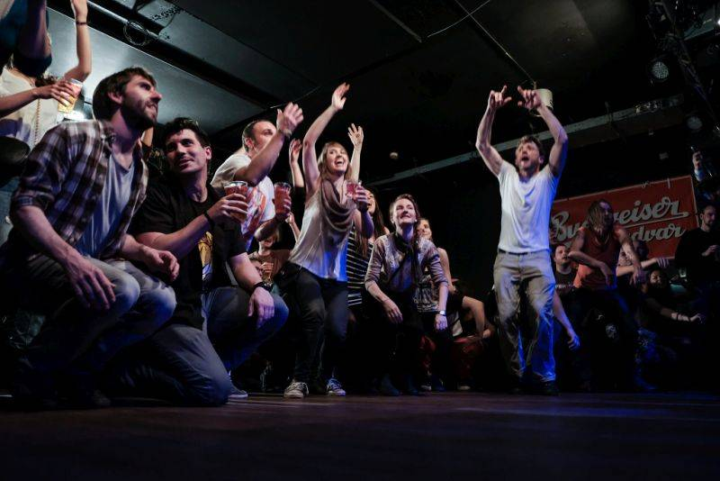 LIVE: Circus Brothers nechali těžkosti za sebou, Rock Café uvrhli do tanečního víru