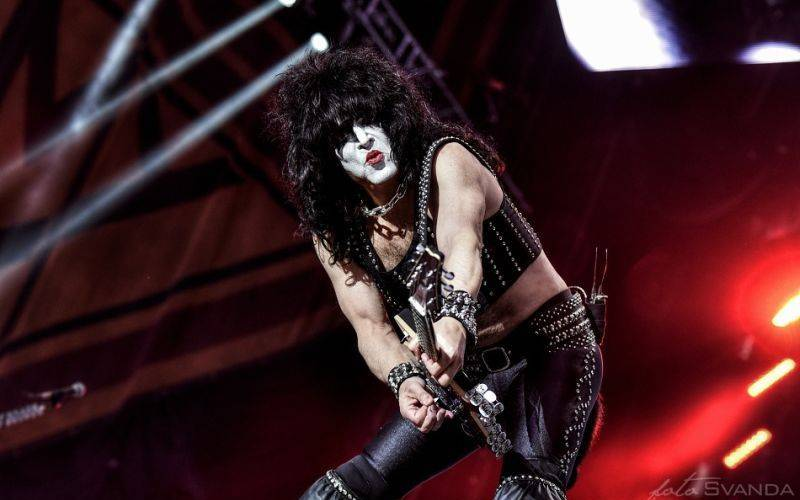 LIVE: Kiss dobyli Brno. Na 25 tisíc lidí chrlili oheň a plivali krev